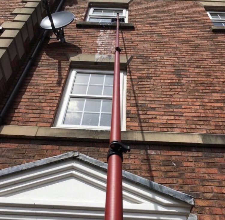 Pole Cleaning for hard to reach windows